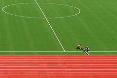 Schräg (flori schilcher) Tags: schilcher münchen stadion olympia fusballplatz linien kreis rot grün