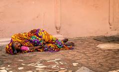 TheSleepingWoman (Alexandre William) Tags: inde india canon 760d extérieur exterior color couleur seul lonely sleep dormir sol ground woman femme