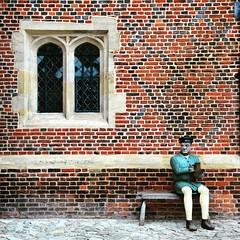 Peasant On A Bench (Joe Shlabotnik) Tags: instagram london statue hamptoncourt 2017 april2017 palace nikond7000 england faved