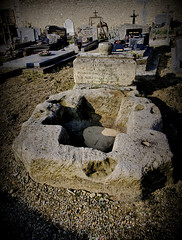 Piscine baptismale (Ombre&Lumiere) Tags: aisne picardie cimetière 02 cuvebaptismalecruciformegalloromaine patrimoine