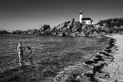 Brrrr,elle est froide ! (amateur72) Tags: bretagne brignognan finistère fujifilm pontusval xf1024mm côtedeslégendes lighthouse mer phare plage rochers rocks seascape xt1