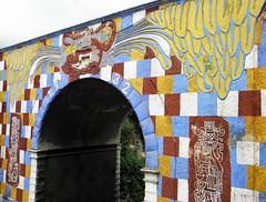 Arco Gucumatz (Alveart) Tags: guatemala centroamerica centralamerica latinoamerica latinamerica alveart luisalveart quiche elquiche chichichichicastenango ladino colorful arc arco gucumatzguatemala