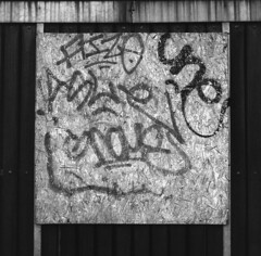Communicate (Arne Kuilman) Tags: analoog analogue ultrafine aristaedu iso200 mediumformat d76 developer developed amsterdam nederland netherlands city citylife rolleiflex 6x6 fomapan plywood communication graffitti tags testbed