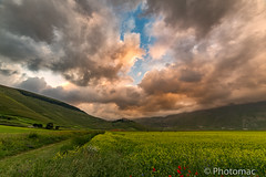 A very beautiful sunset (macgio73) Tags: landscapes castelluccio colours sunset