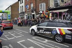 Tour De Yorkshire Stage 2 (679) (rs1979) Tags: tourdeyorkshire yorkshire cyclerace cycling teamcar teamcars tourdeyorkshire2017 tourdeyorkshire2017stage2 stage2 knaresborough harrogate nidderdale niddgorge northyorkshire highstreet