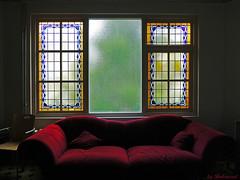For old times sake (Shahrazad26) Tags: denieuweregentes bank sofa glasinlood stainedglass raam window fenêtre fenster denhaag sgravenhage thehague lahaye nederland holland thenetherlands paysbas zuidholland
