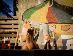 Summer Mood (CoolMcFlash) Tags: summer person relax reading newspaper tired feet barefoot vienna candid canon eos 60d wall sommer mood entspannen lesen zeitung müde faul lazy barfus füse wien wand fotografie photography tamron b008 18270 beer bier