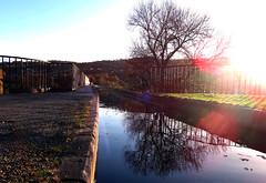 Y Gamlas, Pontcysyllte (Rhisiart Hincks) Tags: aqueduct dyfrbont lensflare wales cymru acrefair pontcysyllte froncysyllte islada faileas adsked reflection adlewyrchiad kanol camlas shropshireunioncanal canal canáil ubide kanal canale kanoldour 運河 a'chuimrigh kembra kembre gales galles anbhreatainbheag wallis uels kimrio valbretland 웨일즈 велс gallas walia ewrop europe eu ue tree coeden gwezenn crann arbre craobh zuhaitz smotynadlewyrchlens lliwgar amryliw lesliv colourful colorful koloretsu dathach