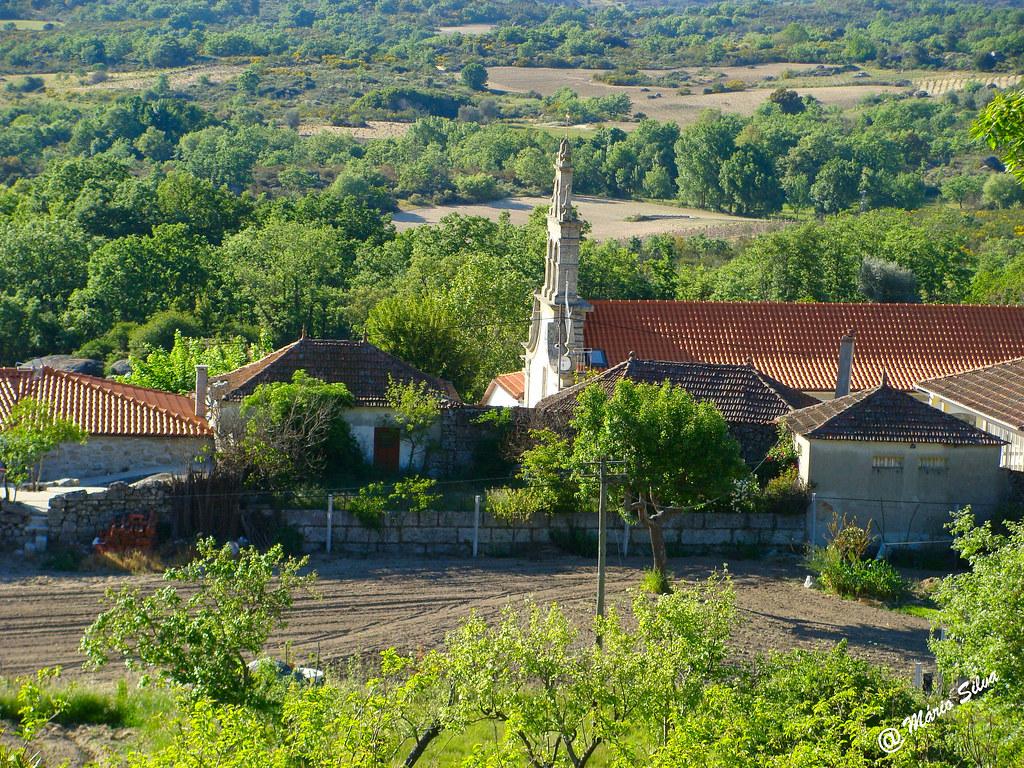 Águas Frias (Chaves) - ... torre da igreja de perfil ...