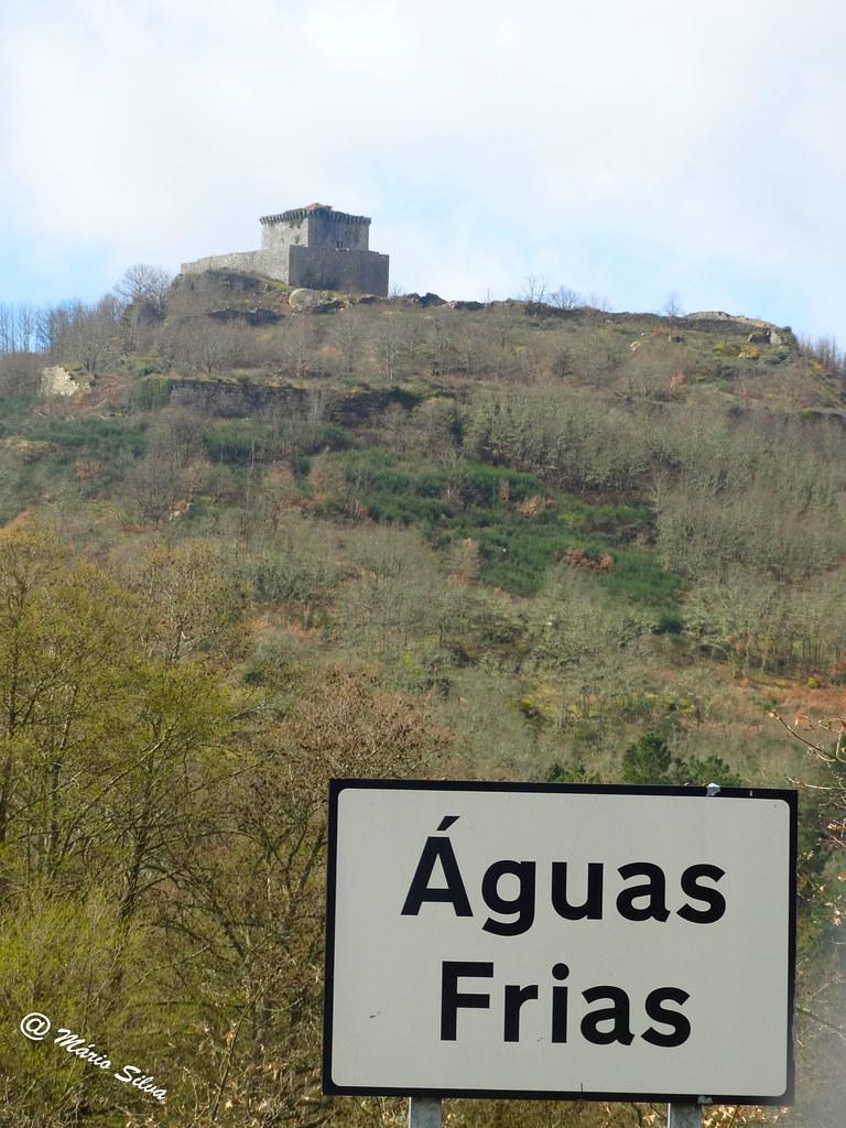 Águas Frias (Chaves) - ... ´Placa toponímica e o Castelo de Monforte de Rio Livre ...