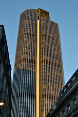 2017-03-25: Standing Above (psyxjaw) Tags: london londonist cityoflondon city tower42 skyscraper tower building