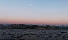 Mare e monti (~Laurence~) Tags: coucherdesoleil montage rose sky lune canon 70d corse france