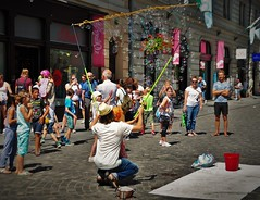 Peter Pan (Martina Santucci) Tags: slovenia slovenija lubiana ljubljana colori colors color colore city città bolle bubbles sapone soap child bambino fun divertimento street streetart urban