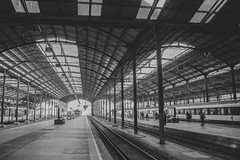 Analog: Lucerne Station (Phil_Meier) Tags: minolta x300 x500 x700 md mc sr rokkor 28mm mm f28 128 ilford xp2 super 400 iso asa black white monochrome c41 film 35mm kleinbild kleinbildformat analog photography analogphotographie analogfotografie schweiz suisse switzerland bahnhof luzern zug bahn sbb cff ffs architecture architektur
