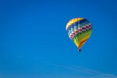 El viaje (AvideCai) Tags: avidecai color globo otras casa