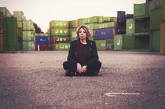 (Mishifuelgato) Tags: contenedores alicante puerto nikon d90 50mm 18 belen rubia blonde industrial marítimo photography portrait retrato fotografía containers blond