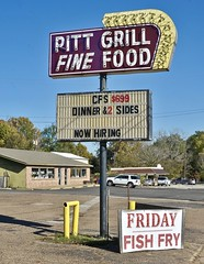 Pitt Grill - Athens,Texas. (Rob Sneed) Tags: usa texas athens urban urbex smalltown pittgrill sign neon texana american grill diner finefood fishfry fridayfishfry chickenfriedsteak shortorder restaurant dinner breakfast lunch advertising arrowsign coffeeshop easttexas hendersoncounty nowhiring