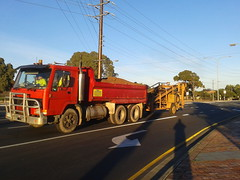 Volvo Truck with Dumping Ramp Trailer (RS 1990) Tags: adelaide southaustralia teatreegully may 2017 grandjunctionrd holdenhill valleyview gillesplains truck trailer red volvo