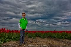 Arnout (Manuel Speksnijder) Tags: arnout jongen boy portret tulipfields fields tulpenvelden tulip holland noordholland sintmaartensvlotbrug rodetulpen tulpen tulp rood red tulips tulipfield tulpenveld nederland thenetherlands bloemen flowers