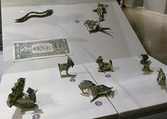 so what do you get for a dollar these days? (h_wang_02) Tags: chimei museum 奇美博物館 origami 摺紙