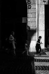 received_10213384838761322 (johnn.claudio4780) Tags: baby family treviso italy street streetphotograph streetphoto monocromatic biancoenero bwphoto bw bn boy provesustrada