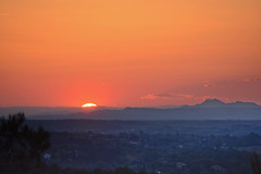 Coucher de Soleil à la Tour de César (bruno Carrias) Tags: tourdecésar canigou sunset soleil provence provencealpescôtedazur bouchesdurhône aixenprovence