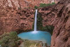 *Mooney Falls* (albert.wirtz) Tags: albertwirtz usa unitedstates havasucanyon havasupai havasucreek supai grancanyon arizona northarizona mooneyfalls waterfalls canyon coloradoriver cataractcanyon hualapaihilltop hiking wandern travertine calciumcarbonate america nordamerika northamerica vereinigtestaaten usasouthwest southwest usasüdwesten bluegreenwater chutesdeau