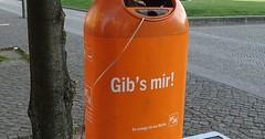 """Der Mülleimer. Die Mülleimer. Die neuen Mülleimer in Berlin sind für ihre flotten Sprüche bekannt. • <a style=""""font-size:0.8em;"""" href=""""http://www.flickr.com/photos/42554185@N00/33986921424/"""" target=""""_blank"""">View on Flickr</a>"""