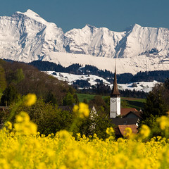 Typical April (tom.leuzi) Tags: berge berneroberland canonef70200mmf4lisusm canoneos6d haus kirche schnee schweiz switzerland winter building church cold cool house kalt landscape mountain mountains peaks snow square yellow wichtrach raps rapsfeld bokeh