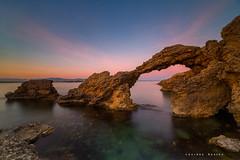 Catalunya: el arco (Lourdes Santos Bajo) Tags: mar marina sea arco arch lescala empúries ampurias ruinas costa brava catalunya cataluña atardecer ocaso sunset lourdessantos coast costabrava