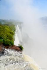 Despidiendo el cel (Angela MGM) Tags: parquenacionaliguazú brasil argentina iguazú naturaleza landscape paisaje agua cascada viaje lugares travel natural