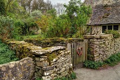 Garden gate, Bibury, Gloucestershire (Baz Richardson (trying to catch up again!)) Tags: gloucestershire bibury thecotswolds stonewalls gardenwalls