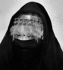 my princess (Fia by Marv) Tags: veil verhüllt veiled verschleiert hijab hair schleier tücher blackwhite blackandwhite scarf frau woman eyes augen oriental kopfschmuck