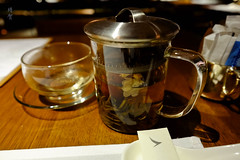 Jasmine and lily tea (A. Wee) Tags: cathaypacific thepier firstclass airport lounge hkg hongkong 国泰航空 香港 机场 中国 china