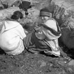 Inuit girls brewing tea, Cape Wolstenholme, Quebec / Filles inuites infusant du thé, Cap Wolstenholme (Québec) thumbnail