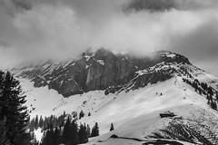 Felswand oberhalb Brunni (André Grossen) Tags: alp winter lawine felswand berge schnee canon schweiz