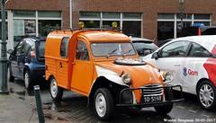 Citroën 2CV AZU 250 1976 (XBXG) Tags: 1051nb citroën 2cv azu 250 1976 citroën2cv 2pk deuche deudeuche eend geit 2cv6 besteleend van utilitaire bestel wagen bestelwagen bestelbus fourgonnette orange 17e oldtimerdag dorpsstraat zoetermeer 2017 nederland holland netherlands paysbas vintage old classic french car auto automobile voiture ancienne française vehicle outdoor