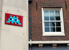 Space Invaders Amsterdam (juliensart) Tags: amsterdam holland nederland netherlands juliensart raam venster window tile space invader panasonic lumix dmc lx7 leica groenburgwal love bridge