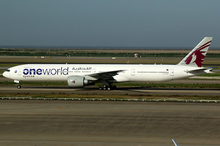 Qatar Airways | Boeing 777-300ER | A7-BAG | oneworld livery | Shanghai Pudong