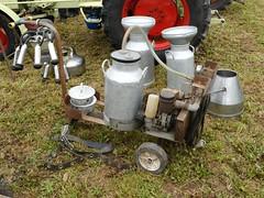 Machine à traire (Cletus Awreetus) Tags: trayeuse agriculture élevage lait machineagricole machineàtraire bidon couloir
