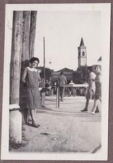 Foto scattata intorno al 1930 in via S. Cristoforo al passaggio a livello (Milàn l'era inscì) Tags: urbanfile milanl'erainscì milano milan oldpicture milanosparita vecchiefoto san cristoforo