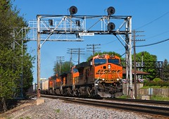 Z under Q's *Explore* (Wheelnrail) Tags: signals train trains up bnsf union pacific bn rochelle illinois park freight intermodal z emd ge