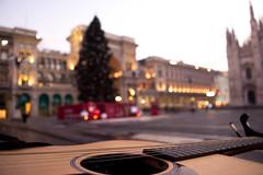 Love Present (francesco.perez95) Tags: nikon d5200 milan duomo place guitar song chistmas christmas gift christmasthree light 180550