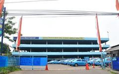 Garasi Blue Bird (Everyone Sinks Starco (using album)) Tags: building gedung arsitektur architecture surabaya eastjava jawatimur carpark gedungparkir