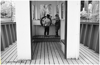 The Kids Know Thier Own Direction - Granville Island XP6433e