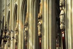 in-de-kathedraal-St-Jan (Don Pedro de Carrion de los Condes !) Tags: donpedro d700 interieur kerkinterieur stjan denbosch beelden heiligen licht lichtspel pelgrimage compostella gotisch