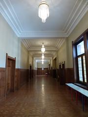 Faculté des Sciences Jean Perrin (Sam Nimitz) Tags: lens pasdecalais faculté faculty université university science architecture artdéco daum majorelle corridor hallway