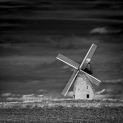 Great Hasely windmill (Stuart Feurtado) Tags: oxon silverefex greathaseleywindmill landscape blackandwhite outdoor windmill oxfordshire monochrome