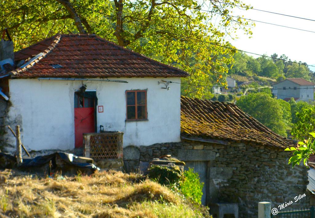 Águas Frias (Chaves) - ... casas na Aldeia...