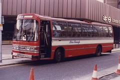Wright&Biddell(BlueTriangle)-RB130-EPM130V-LondonBridgeStn-ThameslinkRR-050294a (Michael Wadman) Tags: rb130 londonbridge epm130v lcbs londoncountry londoncountrybusservices aecreliance bluetriangle
